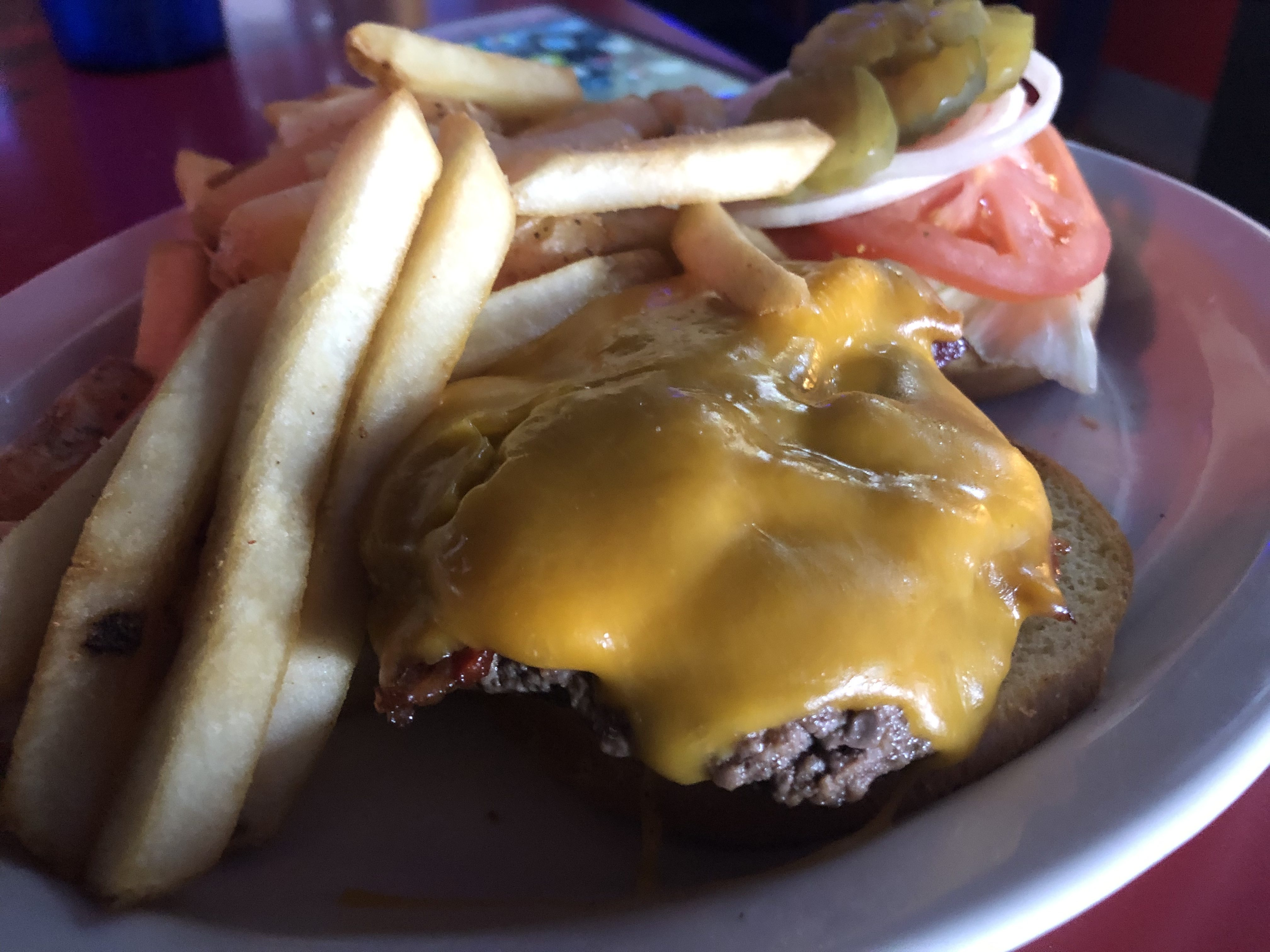 Bacon Cheeseburger at Uncle Sam's Saloon in Kennewick – February 16 2019