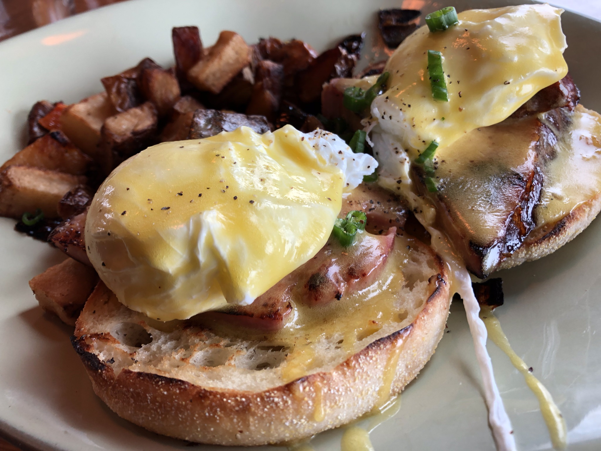 Eggs Benedict at Lu Lu's Craft Kitchen in Richland – March 16 2019