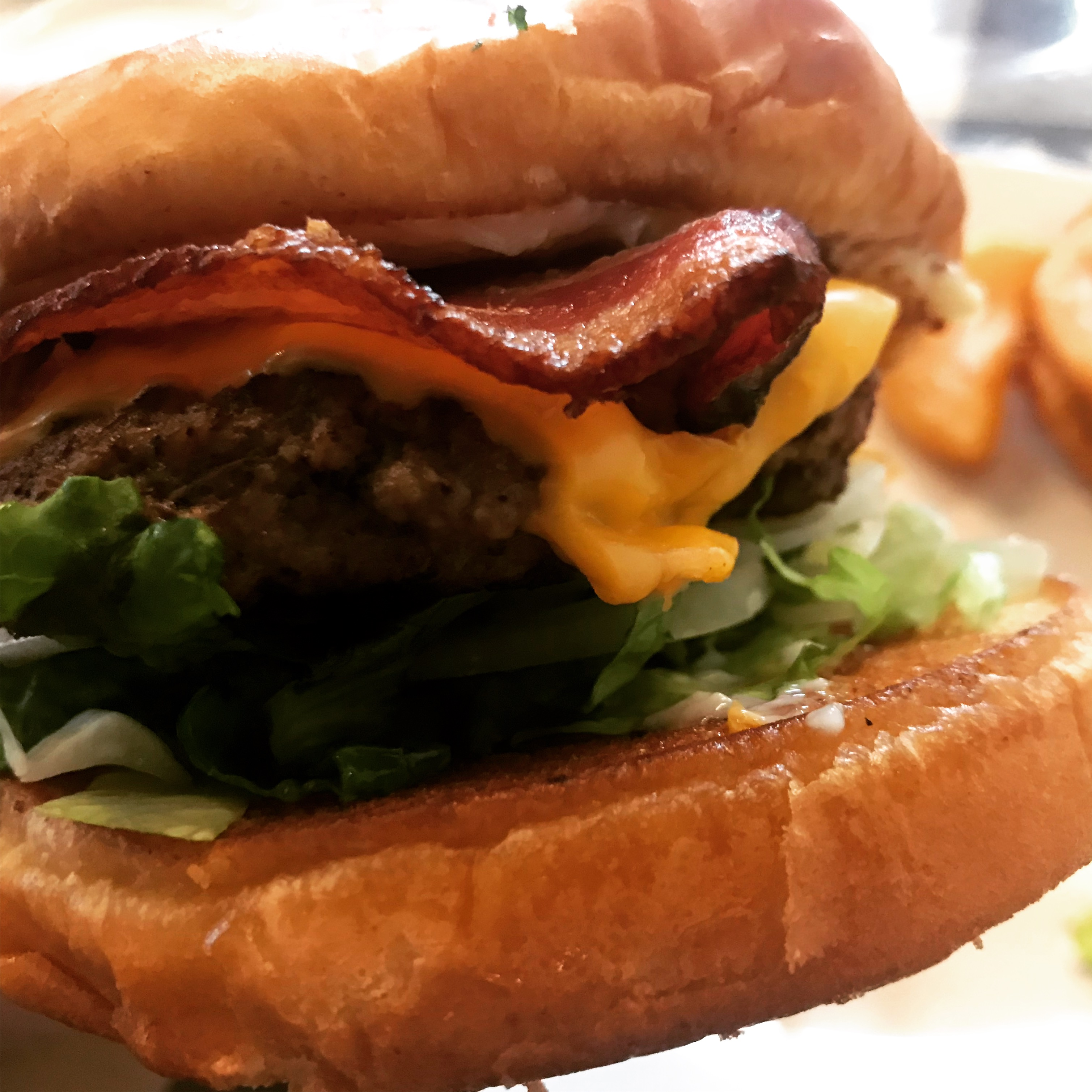Bacon Cheeseburger at Hills Restaurant in Kennewick – January 5 2019